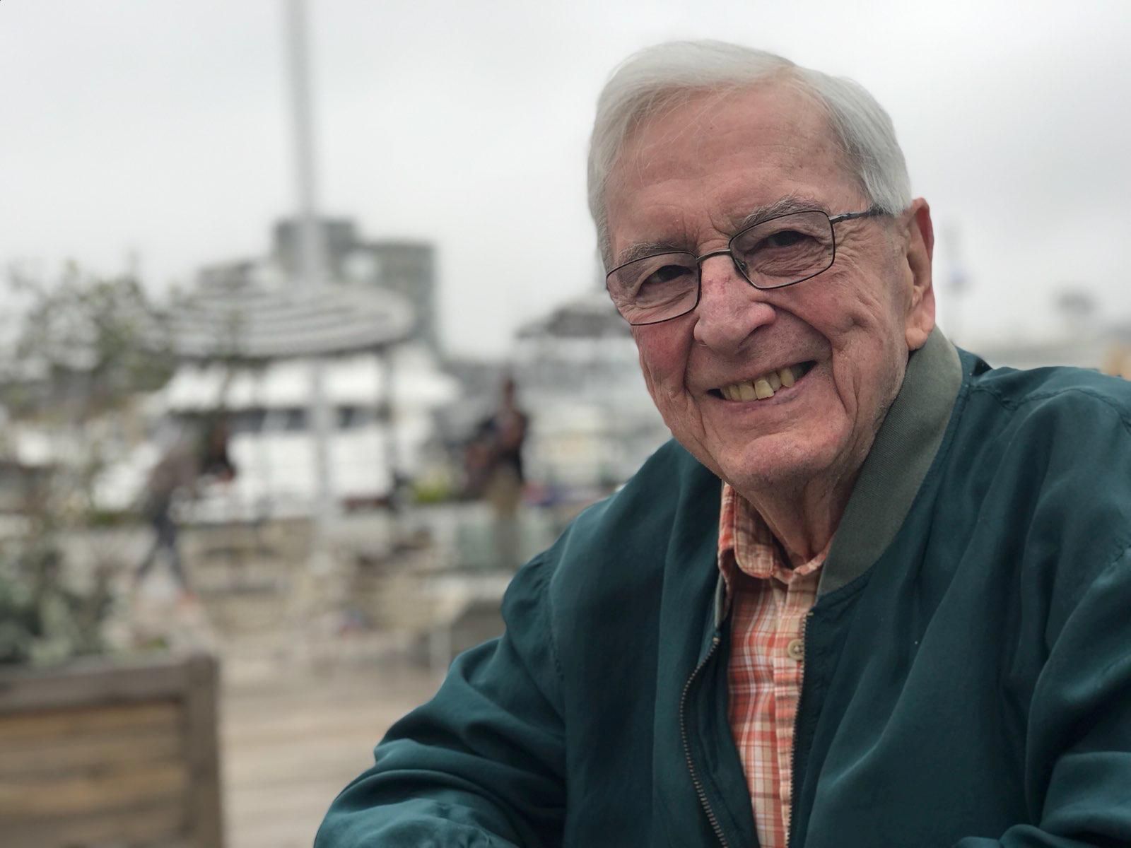 Stuart Mossman headshot for obituary